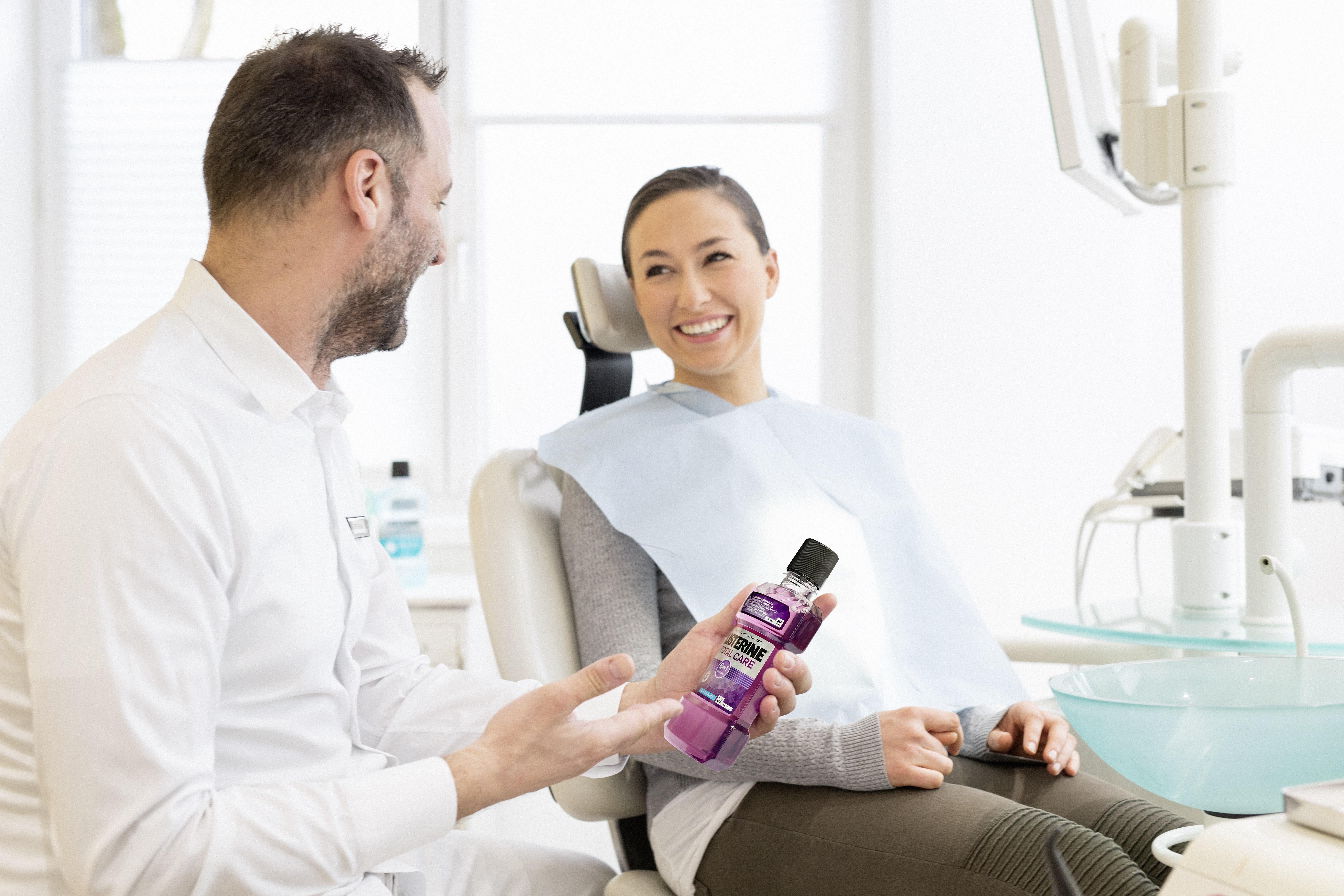 Regelmäßige orale Prophylaxe beugt Mund- und Zahnerkrankungen vor